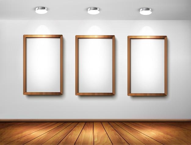 Lege houten frames op muur met schijnwerpers en houten vloer