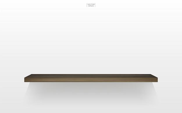 Lege houten plank op witte achtergrond met zachte schaduw.