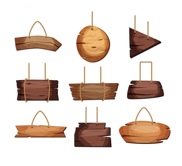 Lege houten planken die op kabels hangen.