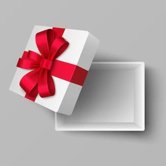 Lege open doos met rode satijnen lint en cadeau boog bovenaanzicht. realistisch geïsoleerd. verrassing voor vakantie en feest met rood lint