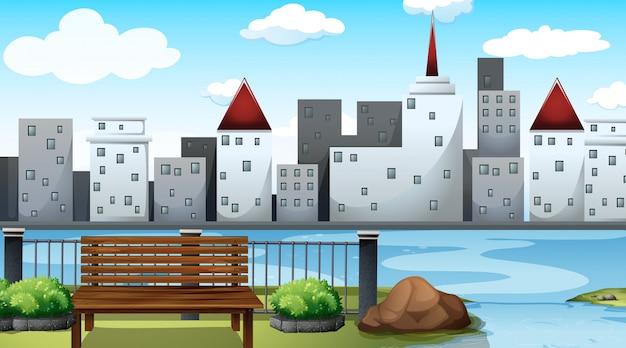 Lege parkscène met uitzicht op stad