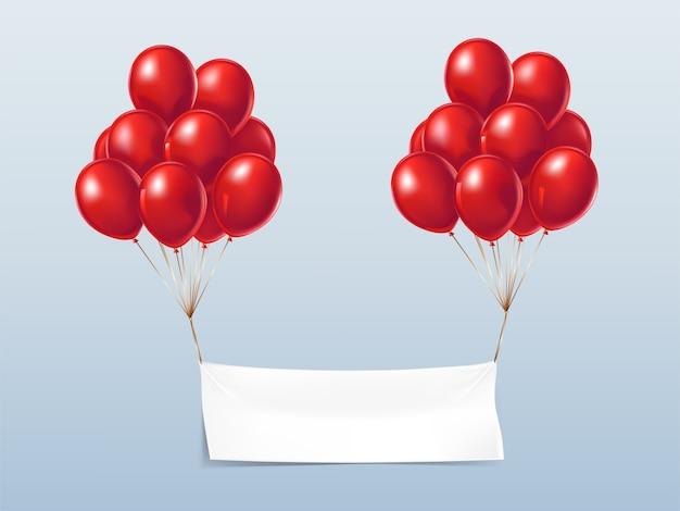 Lege textielbanner, die met rode glanzende ballons vliegt