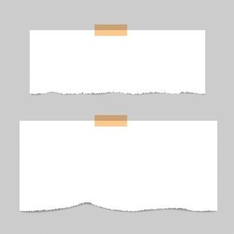 Lege vierkante kladblokpagina's en tape. notitie papier geplakt met beige plakband.