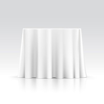 Lege vierkante tafel met tafellaken