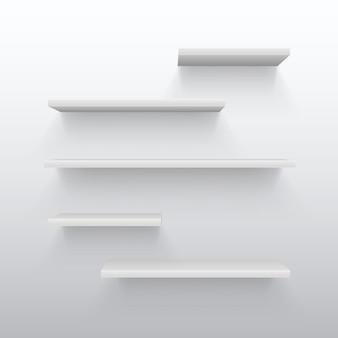 Lege witte handel 3d planken met schaduw op de muur. leeg boekenrek voor huis binnenlandse vectorillustratie. boekenplank winkel of winkel, plank interieur tentoonstelling