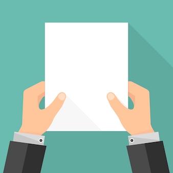 Lege witte papieren lijst in handen