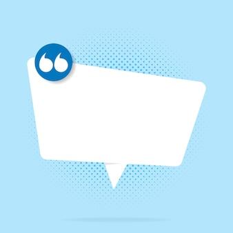 Lege witte tekstballonnen set met verschillende hand getrokken vorm geïsoleerd op blauwe achtergrond.