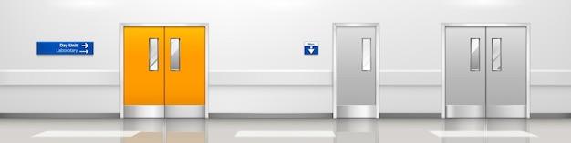 Lege ziekenhuisgang met dubbele deuren, interieur van hal in medische kliniek metalen deuren naar laboratorium en toilet