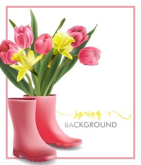 Lente achtergrond met bloeiende lente bloemen roze tulpen narcissus met roze laarzen