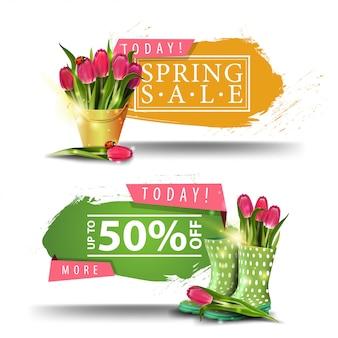 Lente verkoop banners met knoppen en boeket van tulpen