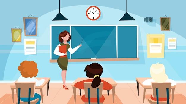 Leraar in de klas die zich bij het bord bevindt