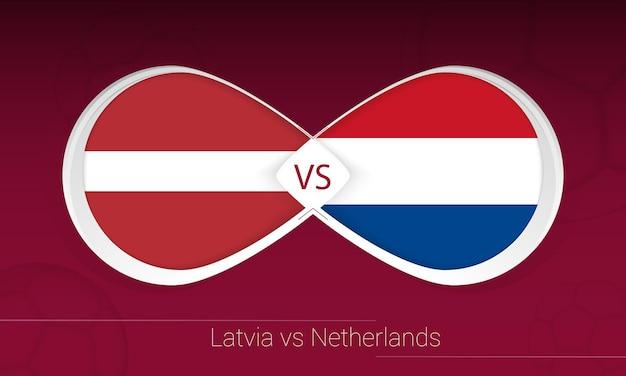 Letland vs nederland in voetbalcompetitie, groep g. versus pictogram op voetbal achtergrond.