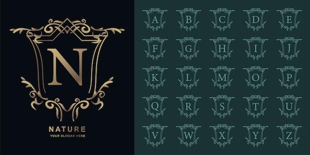 Letter n of collectie eerste alfabet met luxe sieraad bloemen frame gouden logo sjabloon.