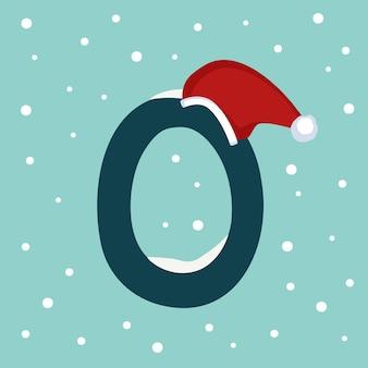 Letter o met sneeuw en rode kerstman hoed. feestelijk lettertype voor kerstmis en nieuwjaar