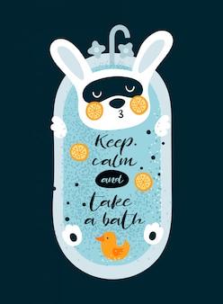 Leuk klein konijntje die in bad met eend ontspannen