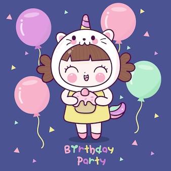 Leuk meisje draagt mooie eenhoorn kat jurk cartoon verjaardagsfeestje met ballon