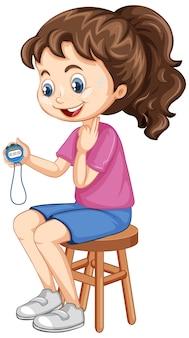 Leuk meisje zittend op een stoel en timer te houden