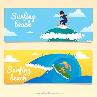 Leuk surfers op een grote golf banners