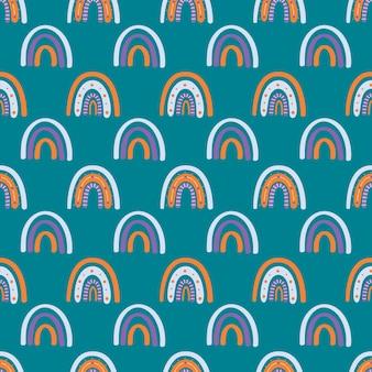 Leuke boho-regenboog op smaragdgroen naadloos patroon als achtergrond