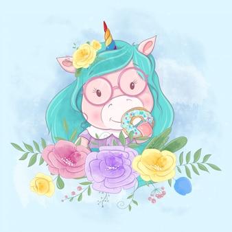 Leuke cartoon eenhoorn in een krans van kleurrijke bloemen