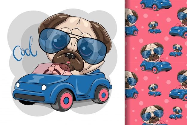 Leuke cartoon pug dog jongen in glazen gaat op een blauwe auto