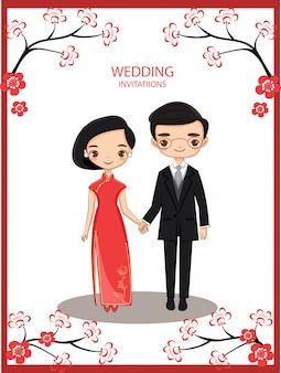 Leuke chinese bruid en bruidegom voor de kaart van huwelijksuitnodigingen