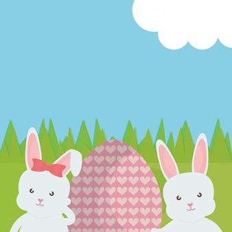 Leuke die konijnen met paasei in het gebied worden geschilderd
