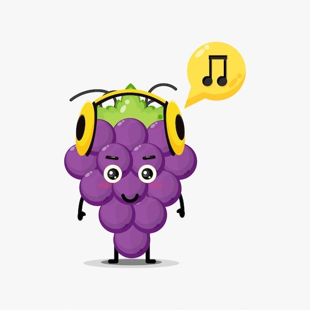 Leuke druivenmascotte die aan muziek luistert