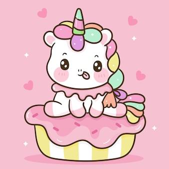 Leuke eenhoorn cartoon zit op zoete cupcake kawaii dier