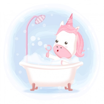 Leuke eenhoorn die een bad in badkuiphand getrokken illustratie nemen