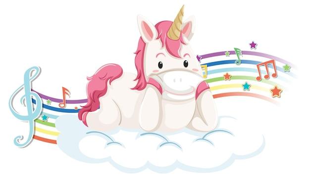Leuke eenhoorn die op de wolk ligt met melodiesymbolen op regenboog