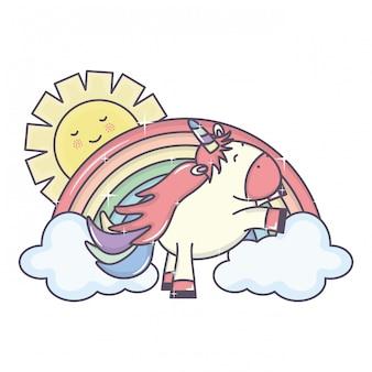 Leuke eenhoorn in regenboog met wolken en zon kawaiikarakters