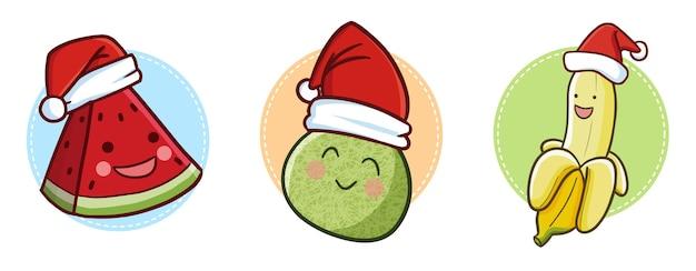Leuke en grappige kawaiiwatermeloen, meloen en banaan die de hoed van de kerstman dragen voor kerstmis
