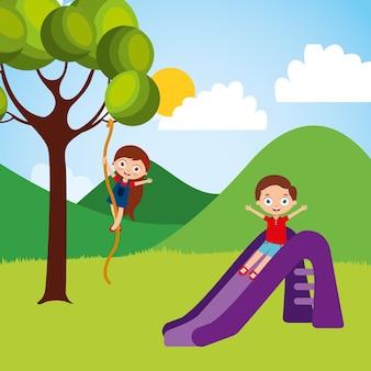 Leuke gelukkige kleine kinderen die dia beklimmende boomkabel spelen