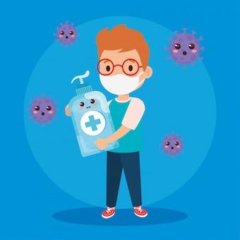 Leuke jongen die medisch masker draagt om coronavirus covid 19 te voorkomen met schattige flesdesinfectie en ontsmettingsfles