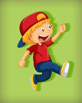 Leuke jongen die rode glb met wurggreep in het lopen het karakter van het positiebeeldverhaal dragen dat op groene achtergrond wordt geïsoleerd
