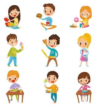 Leuke jongen en meisjes met ontbijt of lunch set, kinderen genieten van hun maaltijd illustraties op een witte achtergrond