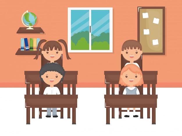 Leuke kleine studentengroep in het klaslokaal