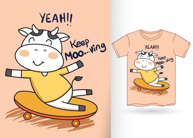 Leuke koe die beeldverhaal voor t-shirt met een skateboard rijden