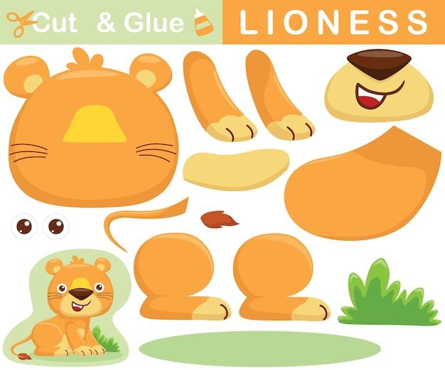 Leuke leeuwin zittend op het gras. educatief papieren spel voor kinderen. uitknippen en lijmen. cartoon illustratie