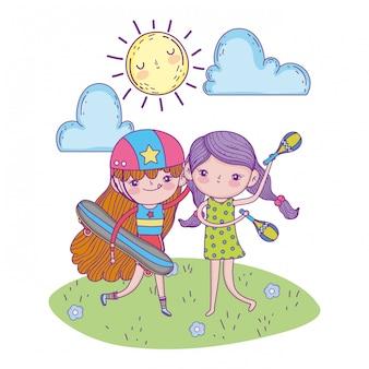 Leuke meisjes met maracas en skateboards met zon
