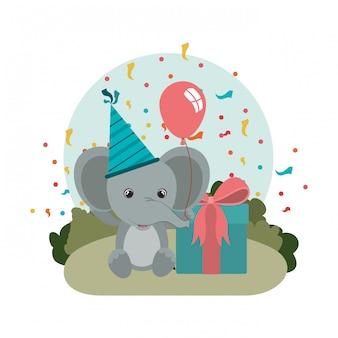 Leuke olifant met geschenkdoos in landschap