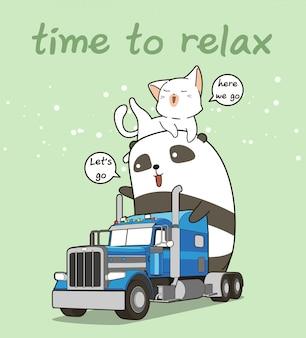 Leuke panda en kat op de vrachtwagen in vakantietijd