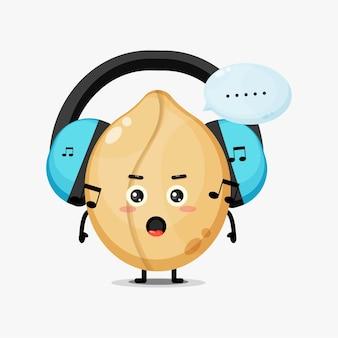 Leuke pinda-mascotte die naar muziek luistert