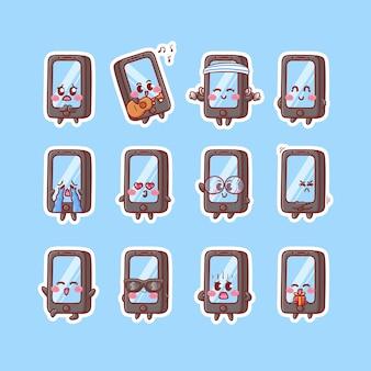 Leuke smartphone-mascotte sticker illustratie set met verschillende activiteit en gelukkige expressie