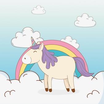 Leuke sprookjesachtige eenhoorn in wolken met regenboog