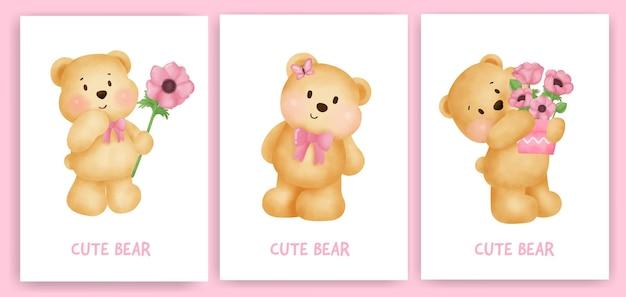 Leuke teddybeer die een bloemkaart houdt die in waterkleurstijl wordt geplaatst.