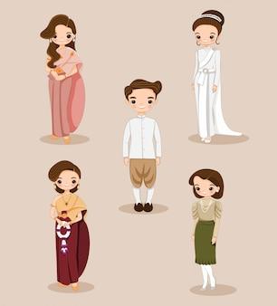 Leuke thaise bruid en bruidegom in traditionele kleding voor bruiloft uitnodigingskaart