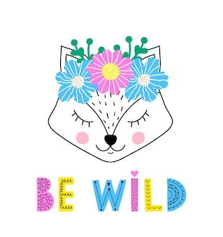 Leuke vos met bloemenkroon op witte achtergrond.