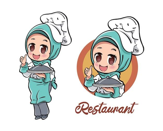 Leuke vrouwelijke moslimchef-kok die een dienende plaat met deksel draagt